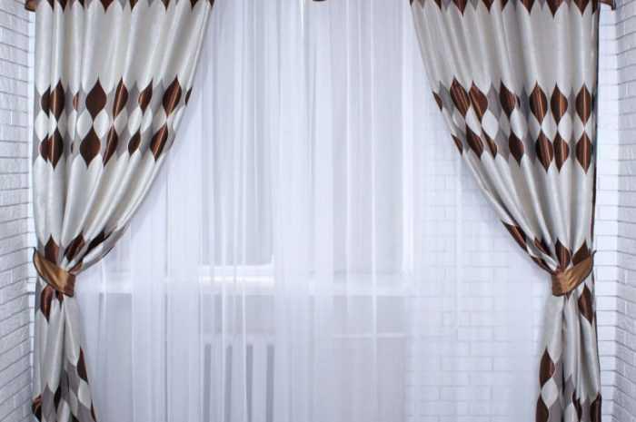 Занавески в зал: требования к выбору занавесок для зала. Подбор длины, материала и оттенка ткани занавесок в зал (фото + видео)